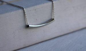 silve bar necklace