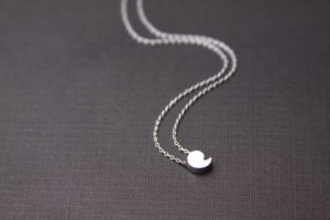 comman necklace